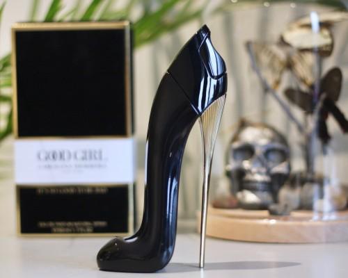 Top 10 parfumuri Carolina Herrera pentru femei (2021)